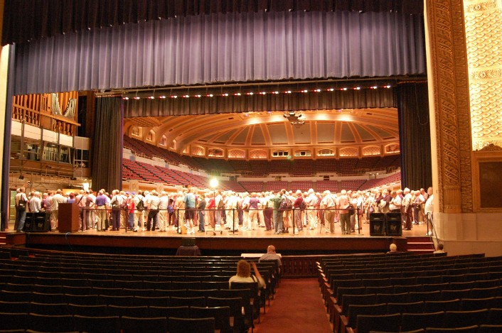 2009 OHS Convention attendees in the Cleveland Public Auditorium