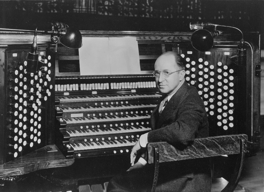 Vincent H. Percy, Municipal Organist, at Skinner organ, Op. 328 (1921) in the Cleveland Public Auditorium (Cleveland, OH)