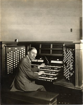 Uda Waldrop at Skinner Organ, Op. 455 (1923) in California Palace of the Legion of Honor (San Francisco, CA)