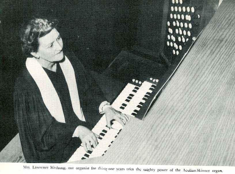 Mrs. Lawrence Birdsong, organist, at Aeolian-Skinner organ, Op. 1174 (1951) in First Baptist Church (Longview, TX)